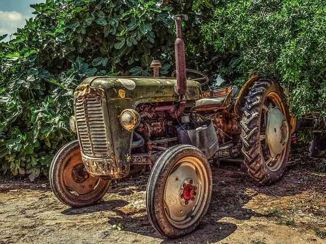 Bien choisir le traceur GPS selon le véhicule agricole